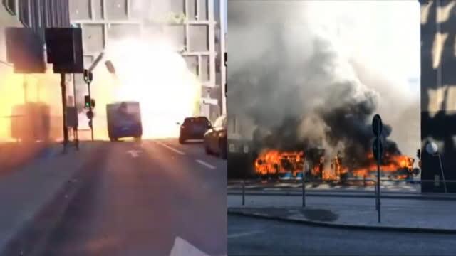 瑞典首都一巴士爆炸起火只剩支架 现场浓烟滚滚