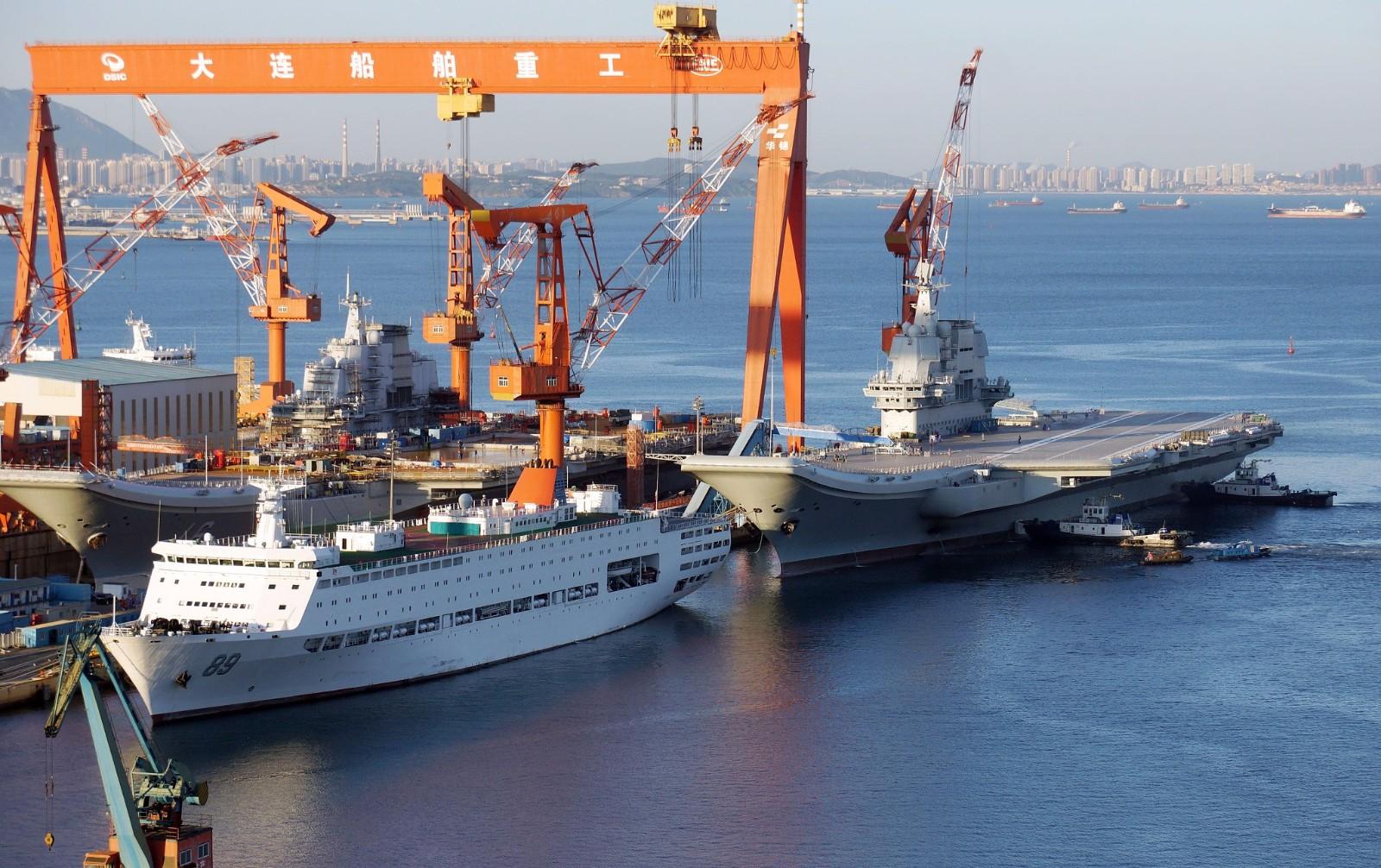 大连造船厂航母_国产航母完成第二次海试 已返回大连造船厂|国产航母|造船厂 ...