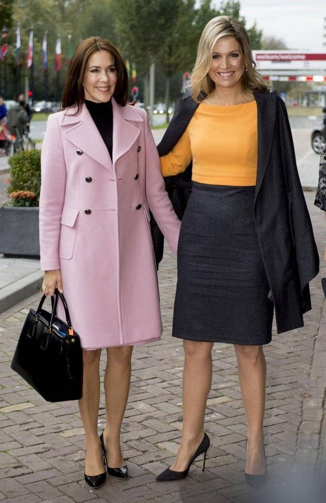 丹麦王妃玛丽照片_当地时间12月7日,玛丽王妃再次选择了一套颜色搭配非常清新减龄的