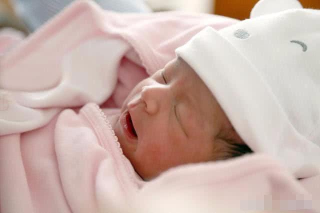 母乳喂養時,寶寶總是吃吃停停,多數是這三個原因,你知道幾條?