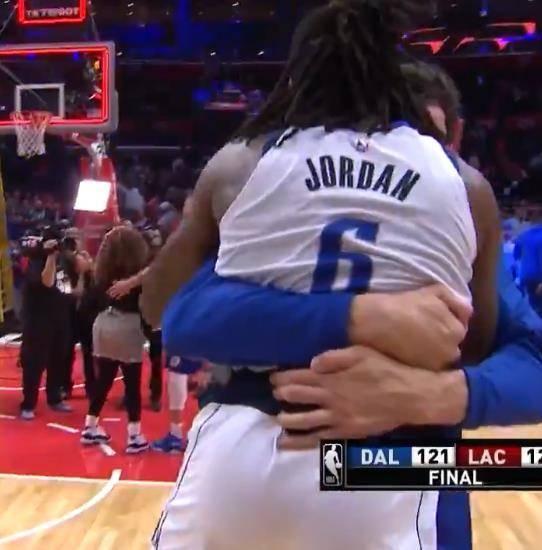 当NBA猛男遇到一帮巨人会怎样?7张照片让他们瞬间变小鸟依人