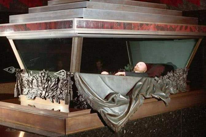 蒋介石水晶棺_蒋介石至今没有下葬,不用水晶棺,他的遗体如何保护不腐烂