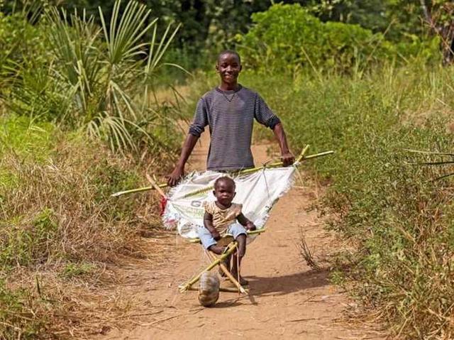 偷拍非洲人_这些生活发明 展示了非洲人不一样的创造力