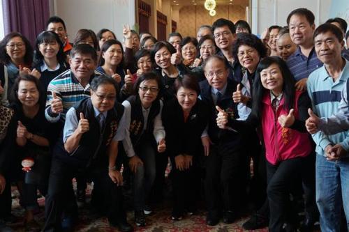 2019年3月25日,台中市长卢秀燕(右4)出席台中市南屯区里邻长研习会。(图片来源:台湾《中时电子报》黄国峰摄)
