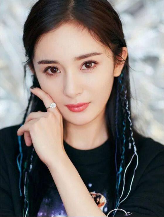 明星色囹�#��_娱乐圈中明星的脏辫造型:蔡徐坤可爱,热巴甜美,易烊千玺太帅了