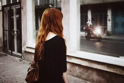 2。 对你若即若离,从不给予你承诺
