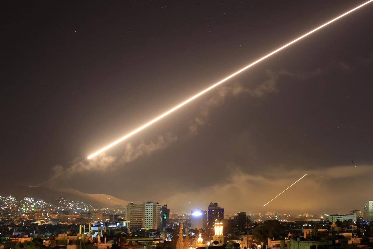 黑夜传�:jk9n����_火光点亮黑夜!大量防空导弹升空,叙利亚:击落了18枚以色列导弹