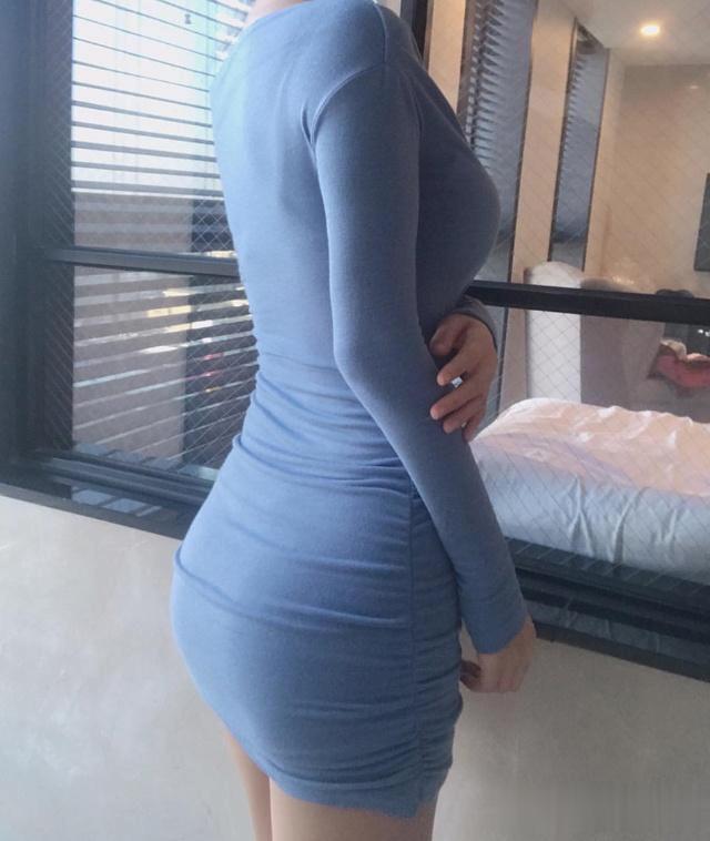 連衣裙展示出紛歧樣的女神采質,裝點出一抹雅致的風情