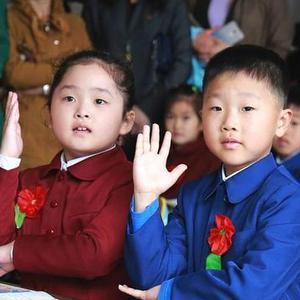 实拍朝鲜小学开学季