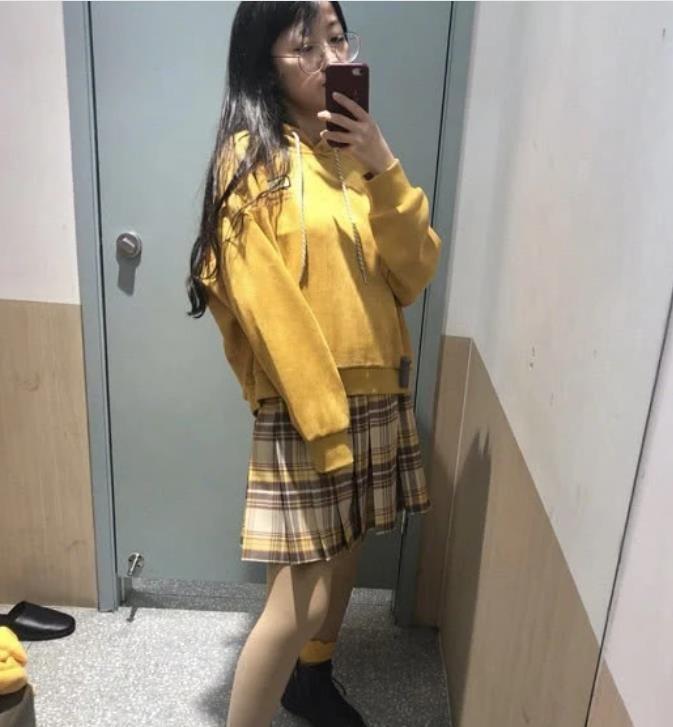 高中学生丝袜靠逼_二次元·丝袜穿搭火了,满街都是动漫女主,校花也被比了下去!