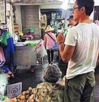 他曾经比吴奇隆还火,追了刘诗诗8年无果,如今街头卖红薯