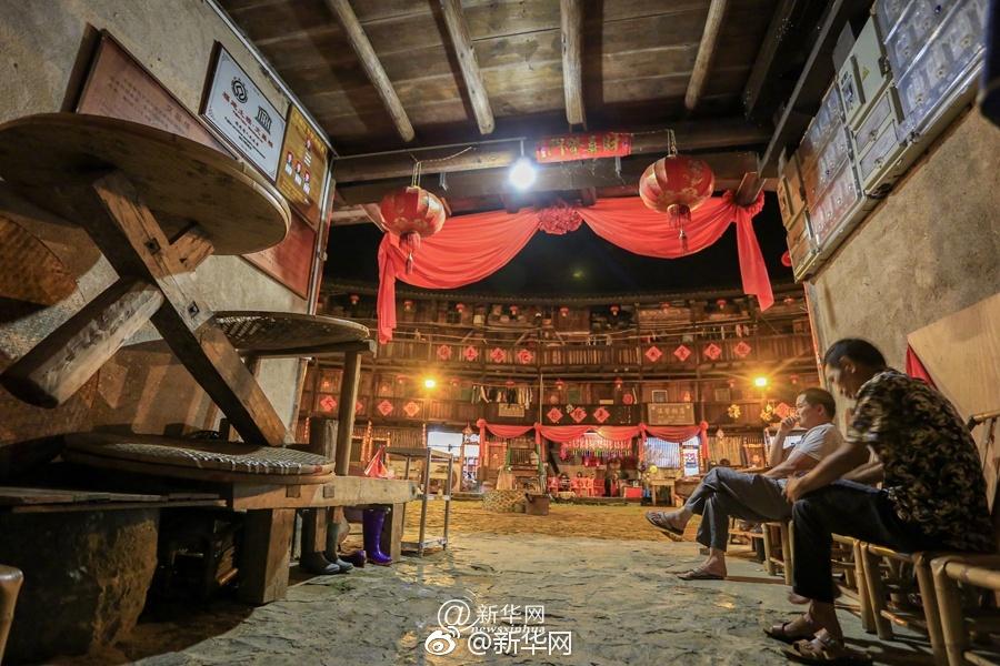 外国记者称王毅演讲万现金当场委员会投票