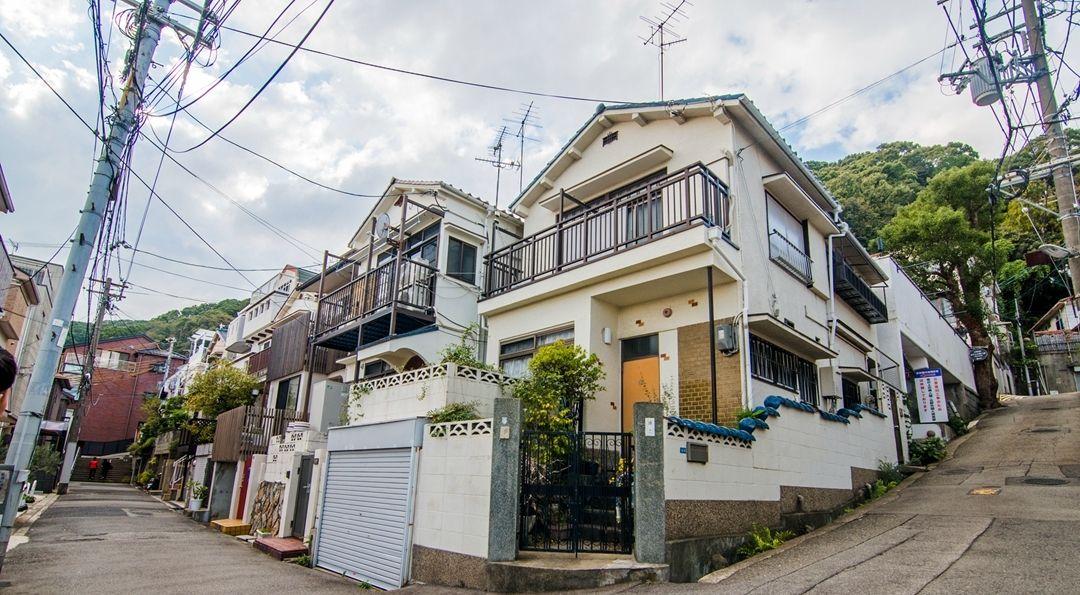 外国建筑_实拍外国建筑林立的日本街道,景色优美成知名旅游景点
