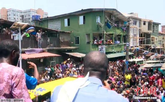 尼日利亚一栋建筑坍塌 众多人员被困包括小学生
