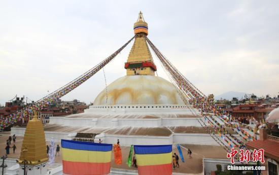 原料图片:尼泊尔当地祝贺佛诞节。中新社记者 张晨翼 摄