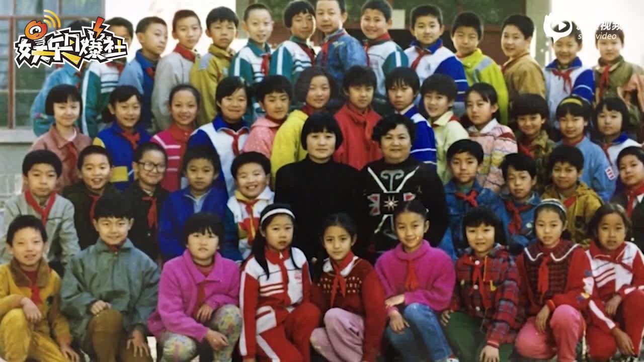 佟丽娅小学时期照片曝光盘腿坐班级C位笑容甜美颜值出众