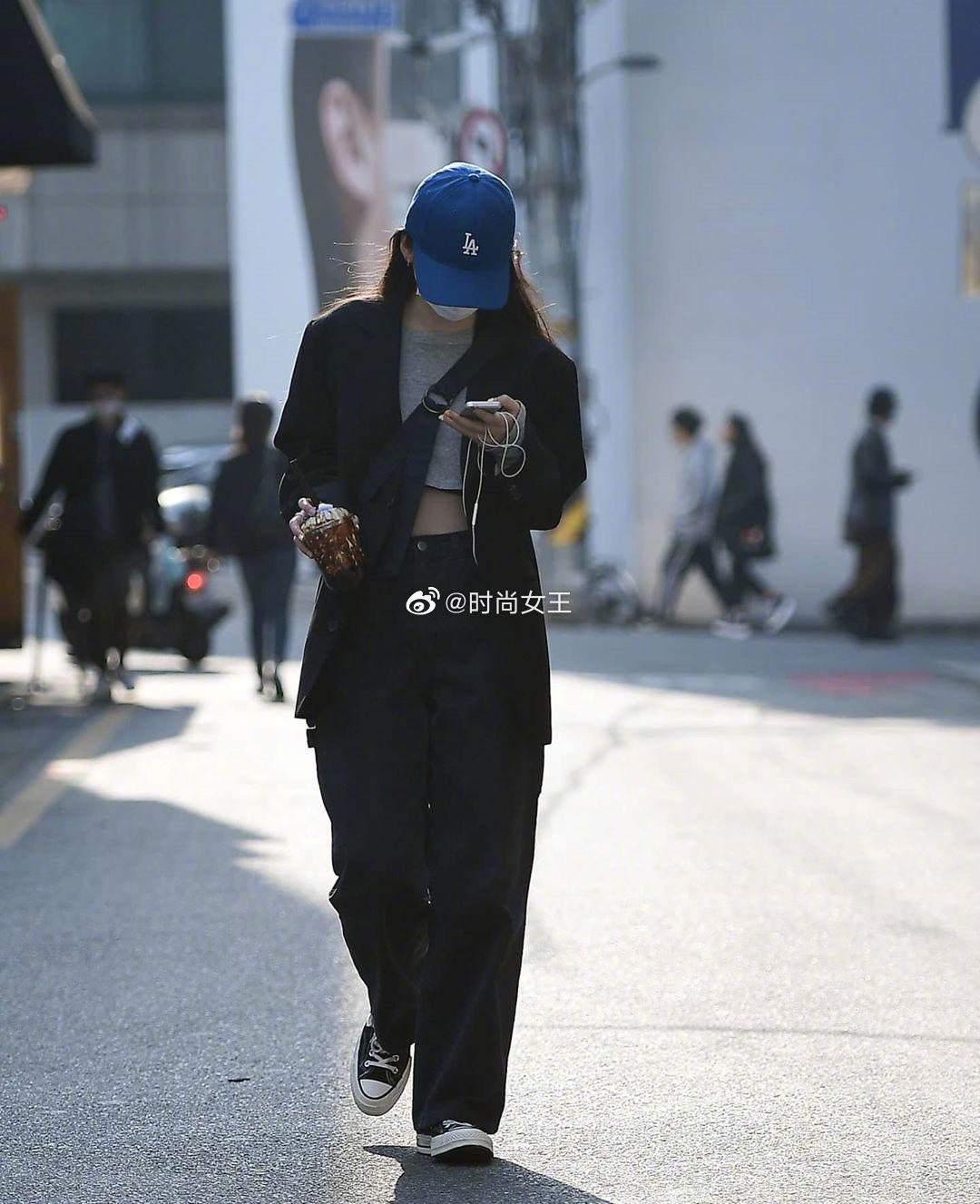 首尔街头的帅气小姐姐们,她们的穿搭很值得高个子女生学习哦……