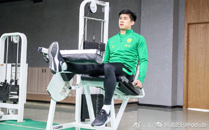 张玉宁抵达昆明与国安汇合 4周之后才能恢复常规训练