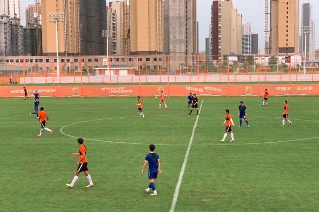 武汉卓尔基地里与中乙楚风相符力进走教学赛,中超主力对阵幼伢……