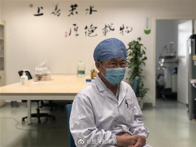 武汉82岁医生感染新冠后康复返岗