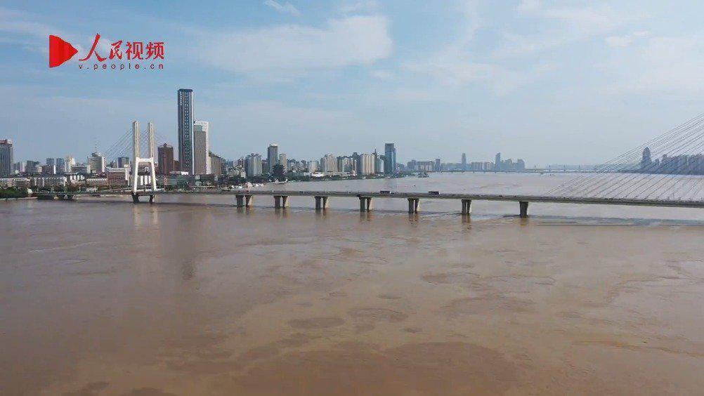 航拍洪水過境南昌  南昌艦主題公園被淹