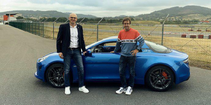 F1| 阿隆索获赠Alpine A110S 网友的评论亮了…