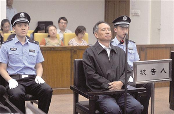 2013年9月10日,张曙光在北京市第二中级人民法院接受庭审