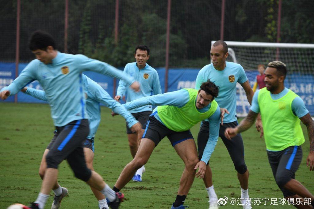 张近东与江苏体育局副局长探班苏宁 提出一明确目标