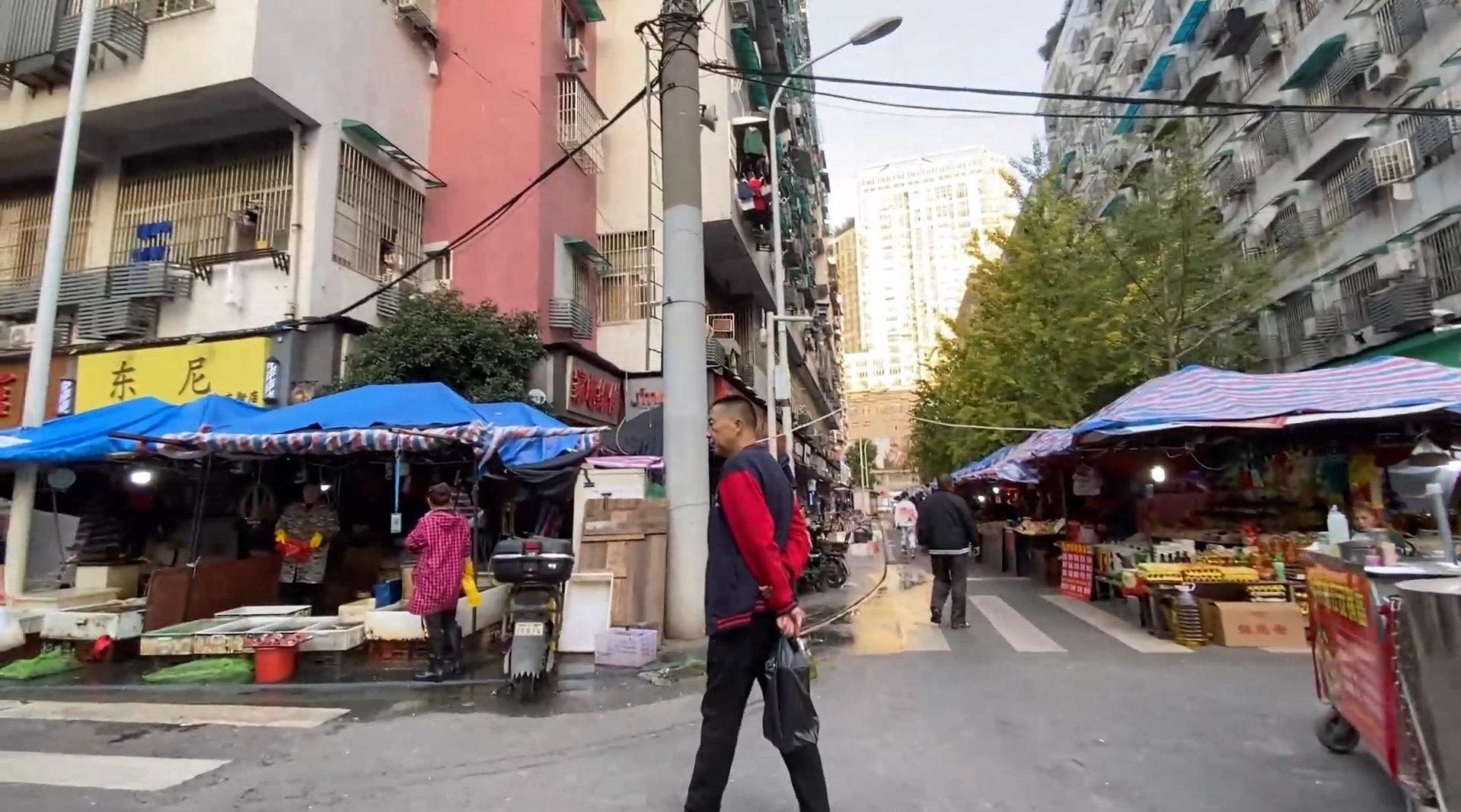 武汉菜场要求女摊贩不超过45岁,商贩:那我们都不能卖菜了