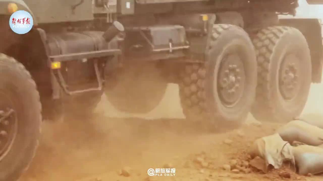 汽车兵超燃驾驶训练 你给打几分?