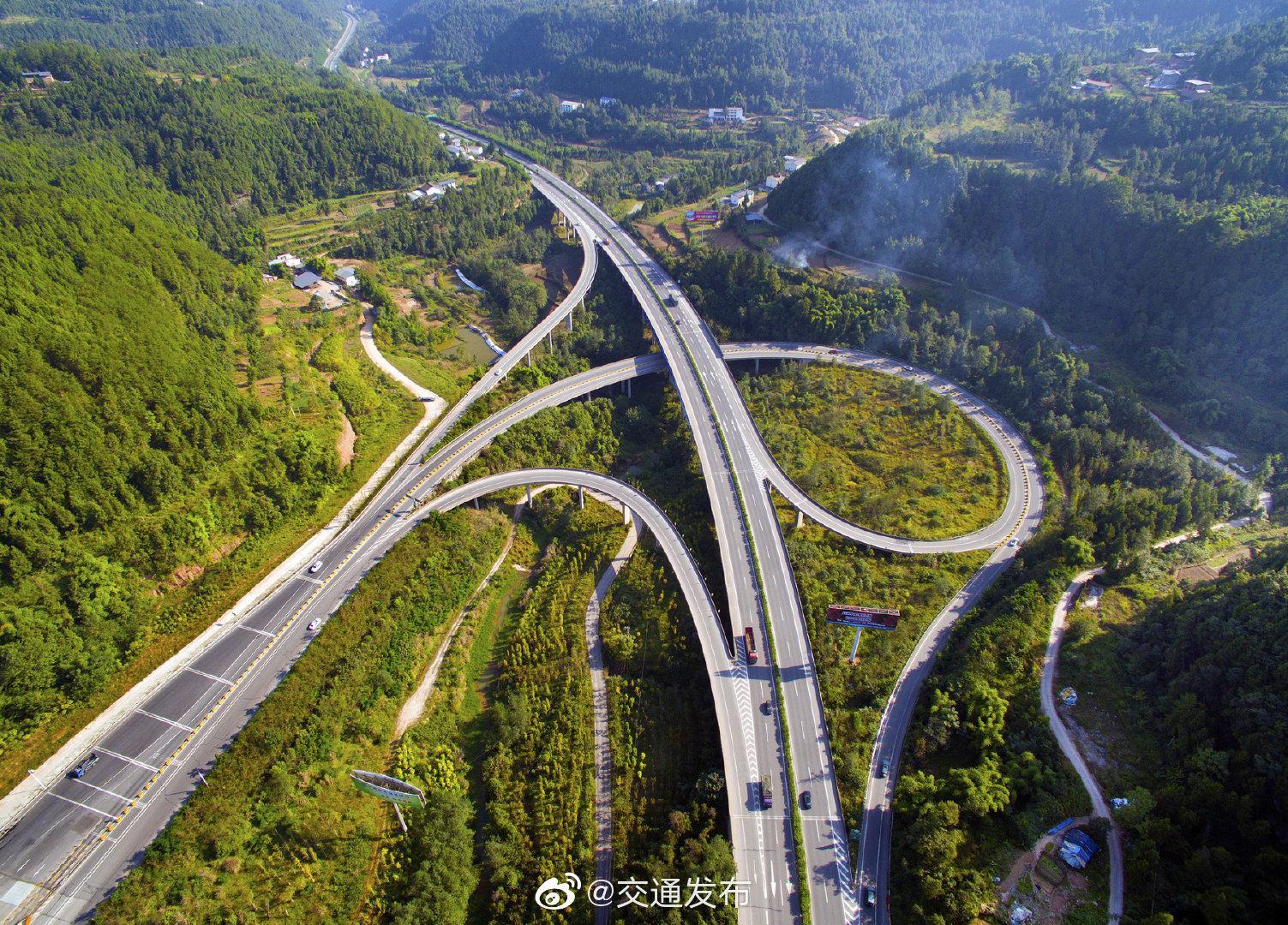 交通运输部:春节期间小型客车免收高速通行费