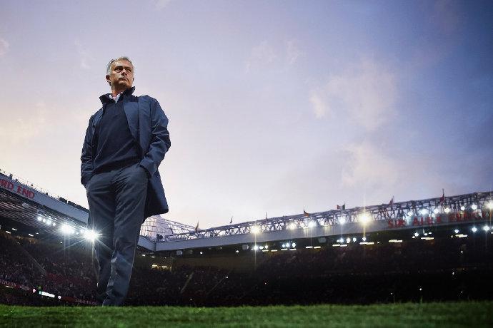 穆里尼奥当选近二十年最佳教练 弗格森瓜帅列三四