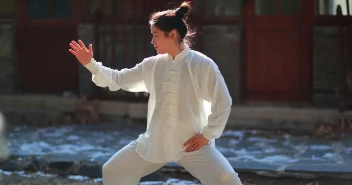 雷雷怒了:没学太极的中国拳手还不如她