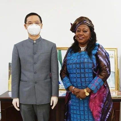 驻塞拉利昂大使拜会塞旅游和文化部长布拉特