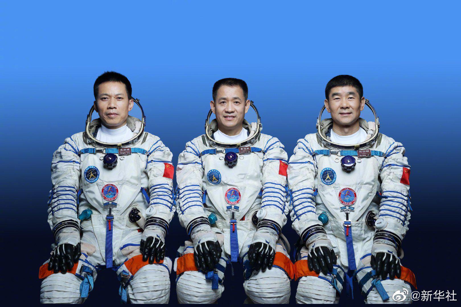神舟十二号载人飞船三人乘组名单确定 另有三人备份