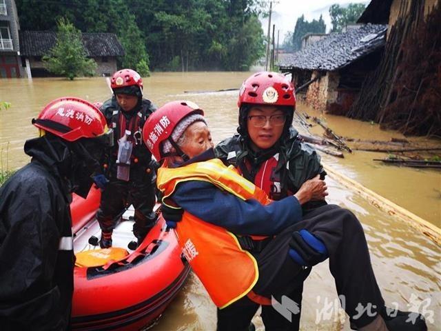 恩施州利川、来凤遭暴雨袭击 2万余人受灾,紧急转移125人