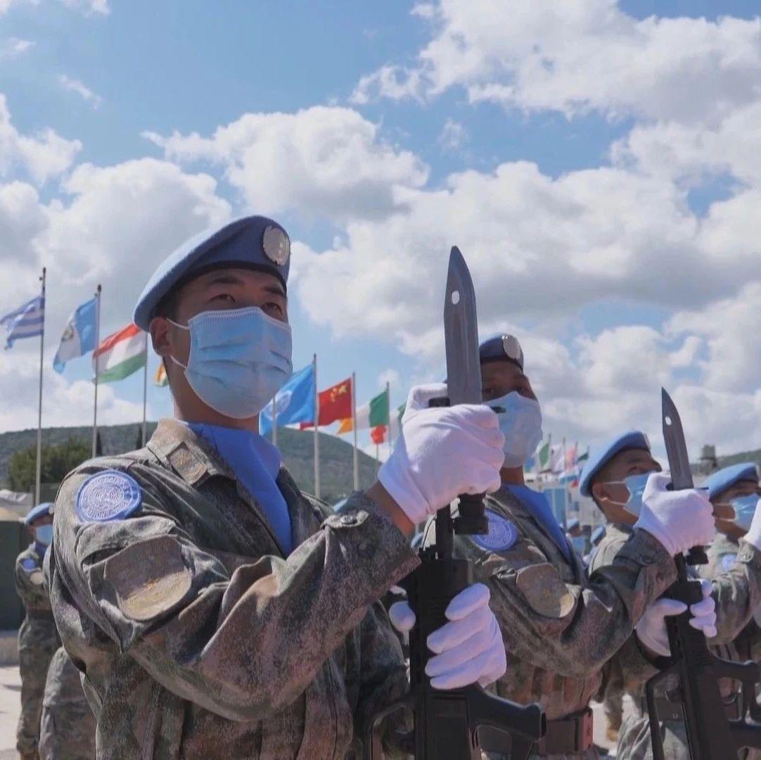 """中国赴黎维和部队410名官兵荣获联合国""""和平勋章"""""""