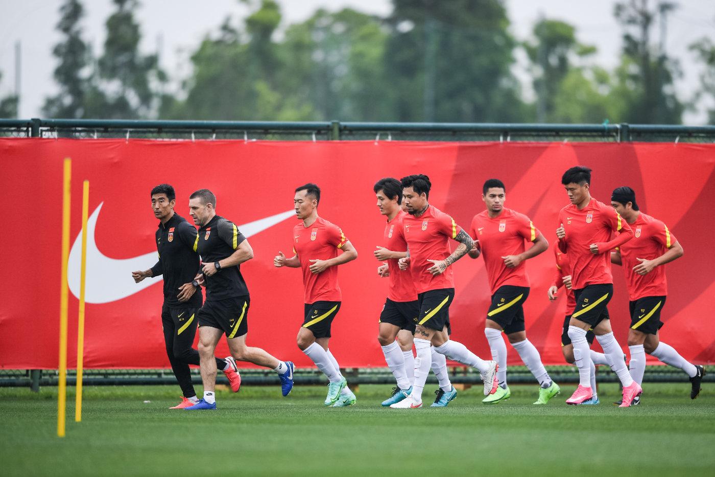 国足隔离期间也要训练备战12强赛 8月下旬再集中