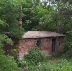 这家银行的印刷所,建在湖心小岛上的隐蔽村落里→