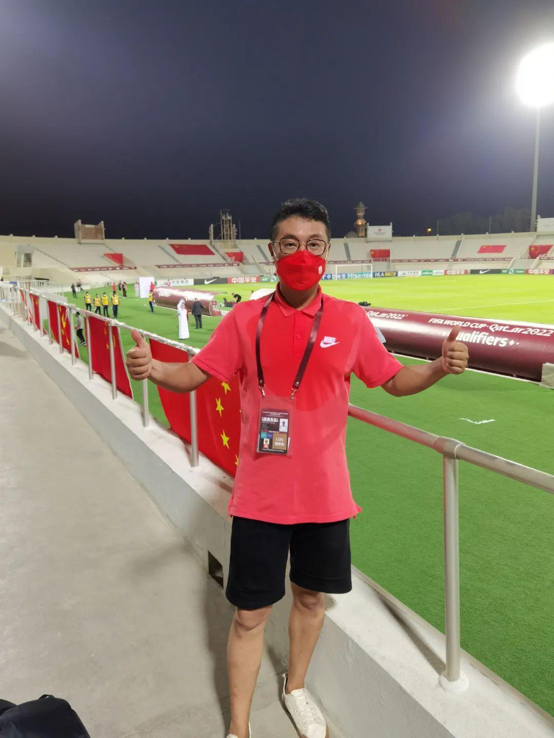 国足唯一远征球迷花4万买机票 目前仍滞留阿联酋