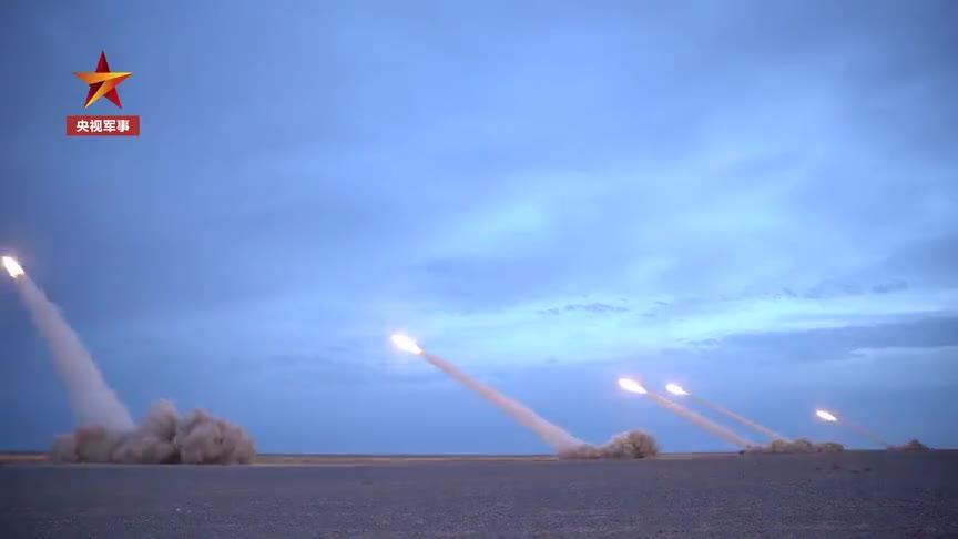 独特的告别!女兵用实弹射击告别40吨战车
