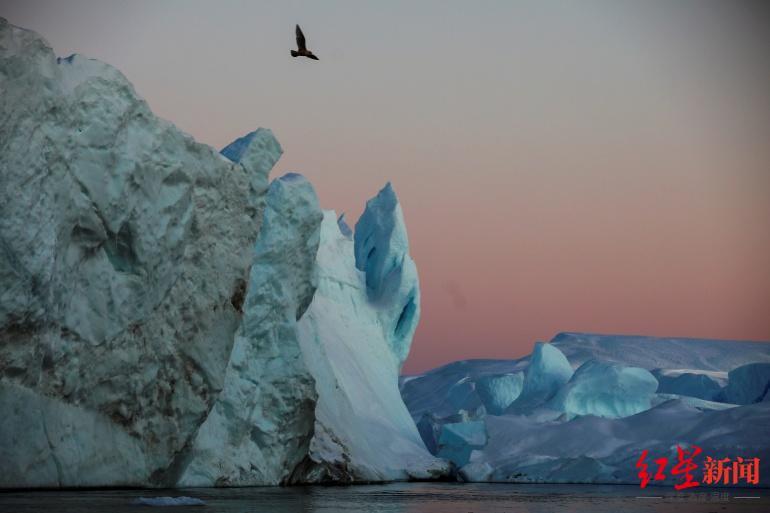 南北极冰层融化已使地壳扭曲变形