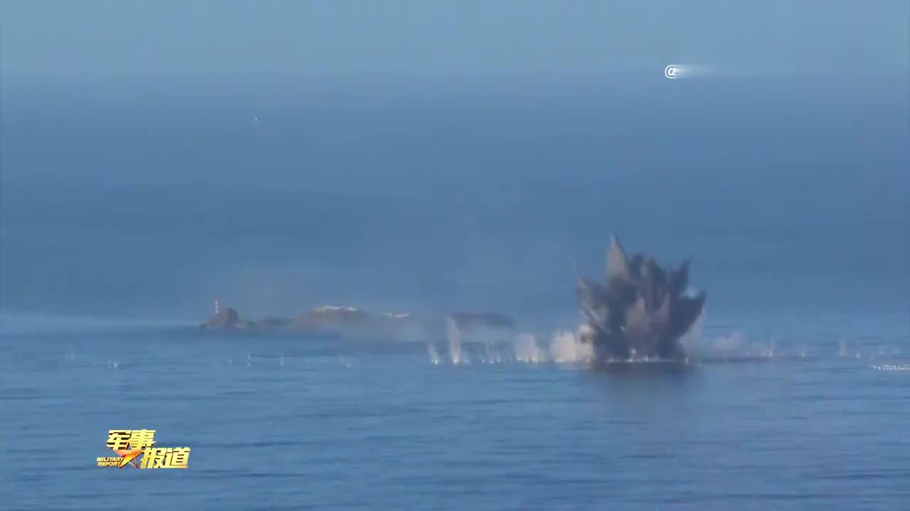 歼击轰炸机南海某靶场演练 多型武器精确打击