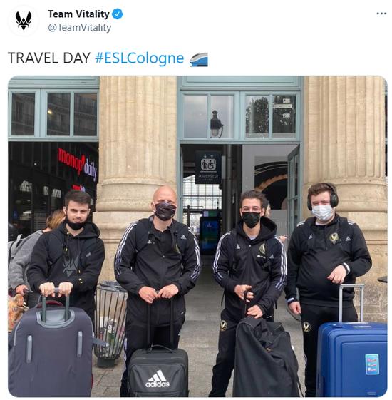 Vitality也在官推发布了队员们出征前的合影,现在队伍应该已经抵达科隆了