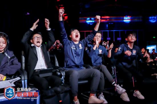 W.EDGM众将庆祝重回总决赛
