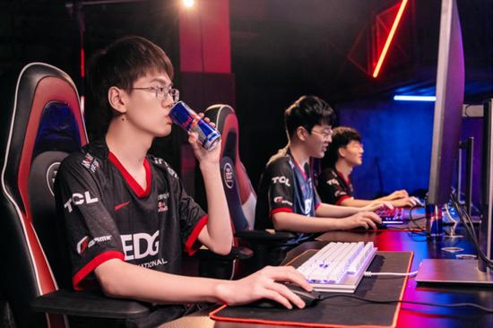 与英雄同盟 EDG电子竞技俱乐部与奥地利Red Bull达成战略合作