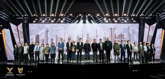 (騰訊游戲副總裁、騰訊電競總經理侯淼與TGA省隊模式參賽電競協會代表合影)