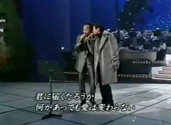 ↑ 張學友和谷村新司合唱《遙遠的她》↑