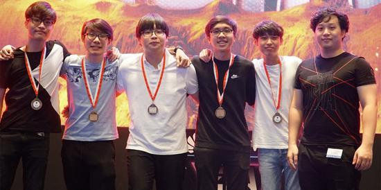 由學生組成的新加坡民間戰隊LaZe以東南亞賽區第三名的成績幸運晉級亞洲總決賽