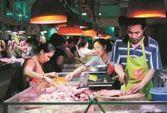 广州西华路菜市场。(资料图) 广州日报全媒体记者邱伟荣 摄